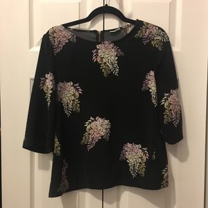Black floral 3/4 sleeve shell top